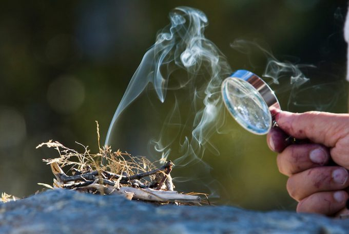 Starting-Fire-with-Magnifying-Glass-680x455 (1)